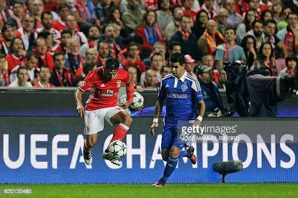 Benfica's Argentinian forward Eduardo Salvio vies with Dynamo Kyiv's Paraguayan midfielder Derlis Gonzalez during the UEFA Champions League Group B...