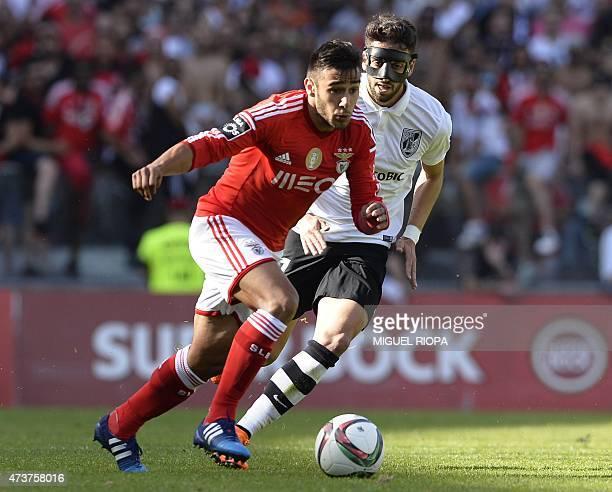 Benfica's Argentinian forward Eduardo Salvio vies with Vitoria SC's defender Josue Sa during the Portuguese league football match Vitoria SC vs SL...
