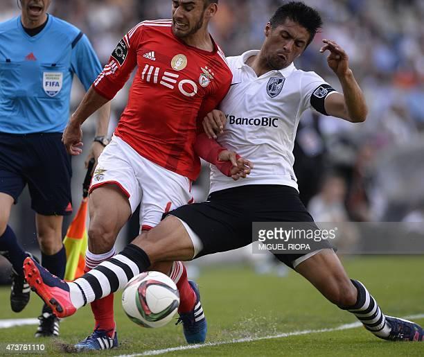 Benfica's Argentinian forward Eduardo Salvio vies with Vitoria SC's midfielder Moreno during the Portuguese league football match Vitoria SC vs SL...