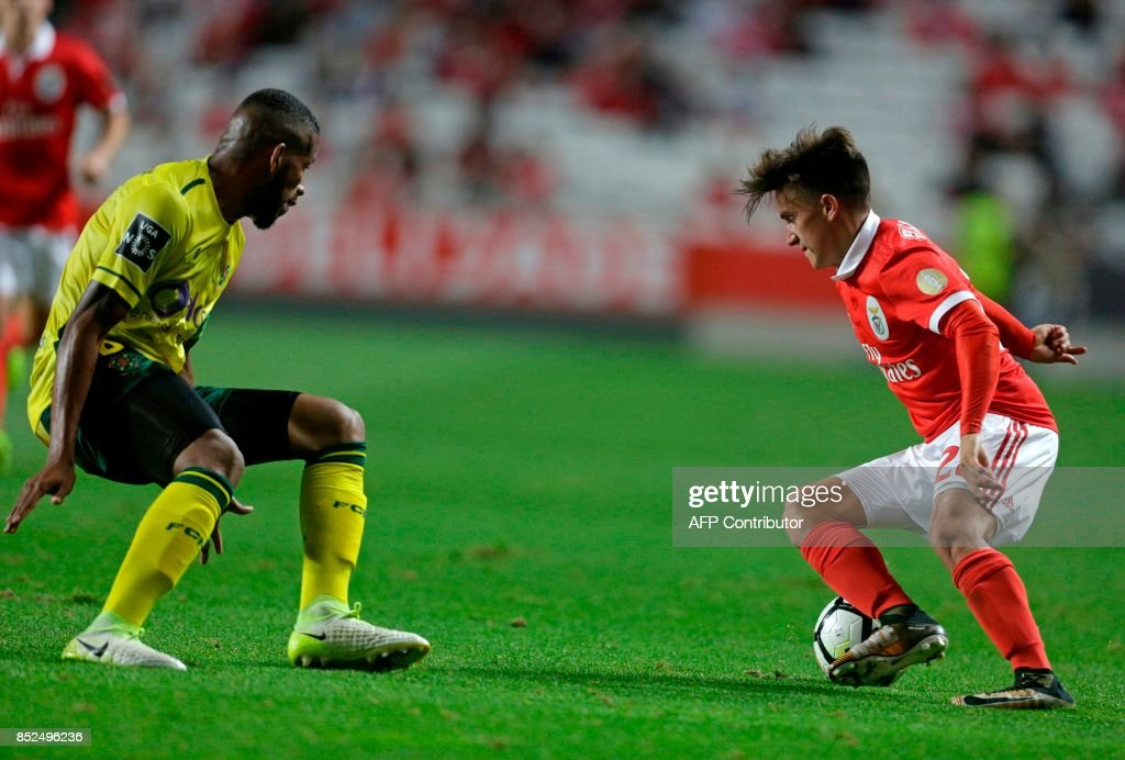 Benfica's Argentinian forward Franco Cervi (R) vies with Pacos Ferreira's Brazilian defender Bruno Santos during the Portuguese league football match SL Benfica vs FC Pacos de Ferreira at the Luz stadium in Lisbon on September 23, 2017. /