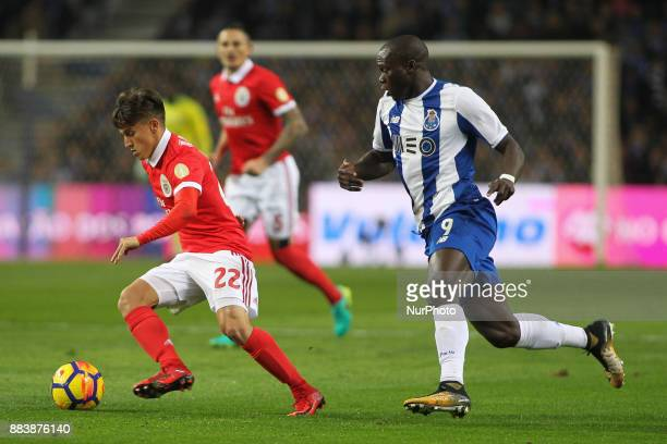 Benfica's Argentinian forward Franco Cervi with Porto's Cameroonian forward Vincent Aboubakar during the Premier League 2016/17 match between FC...