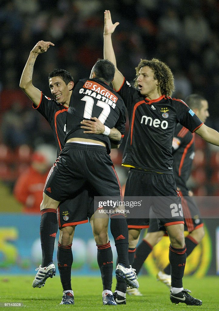 SL Benfica´s Argentinian midfielder Angel Di Maria (L), midfielder Carlos Martins (C) and Brazilian defender David Luiz Marinho (R) celebrate their third goal against Leixoes during their Portuguese league football match at the Mar Stadium in Leixoes, on February 27, 2009. SL Benfica won the match 4-0.