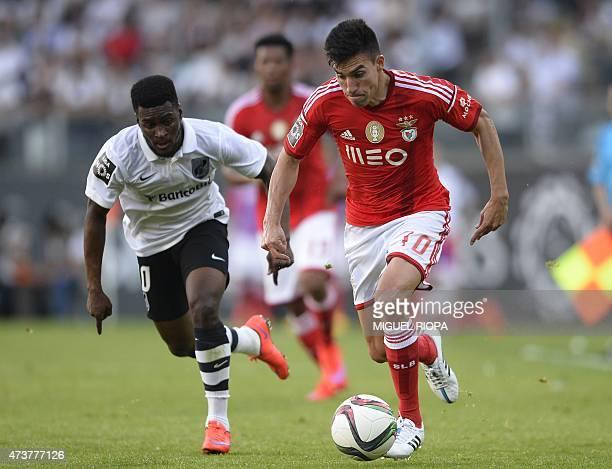 Benfica's Argentinian midfielder Nico Gaitan controls the ball next to Vitoria SC's Burkinabe midfielder Nii Plange the Portuguese league football...
