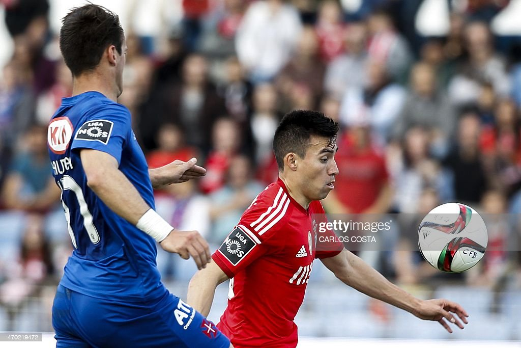 Benfica's Argentinian midfielder Nicolas Gaitan (R) vies with Belenenses's defender Palmeira (L) during the Portuguese league football match CF Os Belenenses v SL Benfica at the Restelo stadium in Lisbon on April 18, 2015.