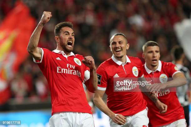 Benfica's Brazilian defender Jardel celebrates with teammates after scoring during the Portuguese League football match SL Benfica vs Boavista FC at...