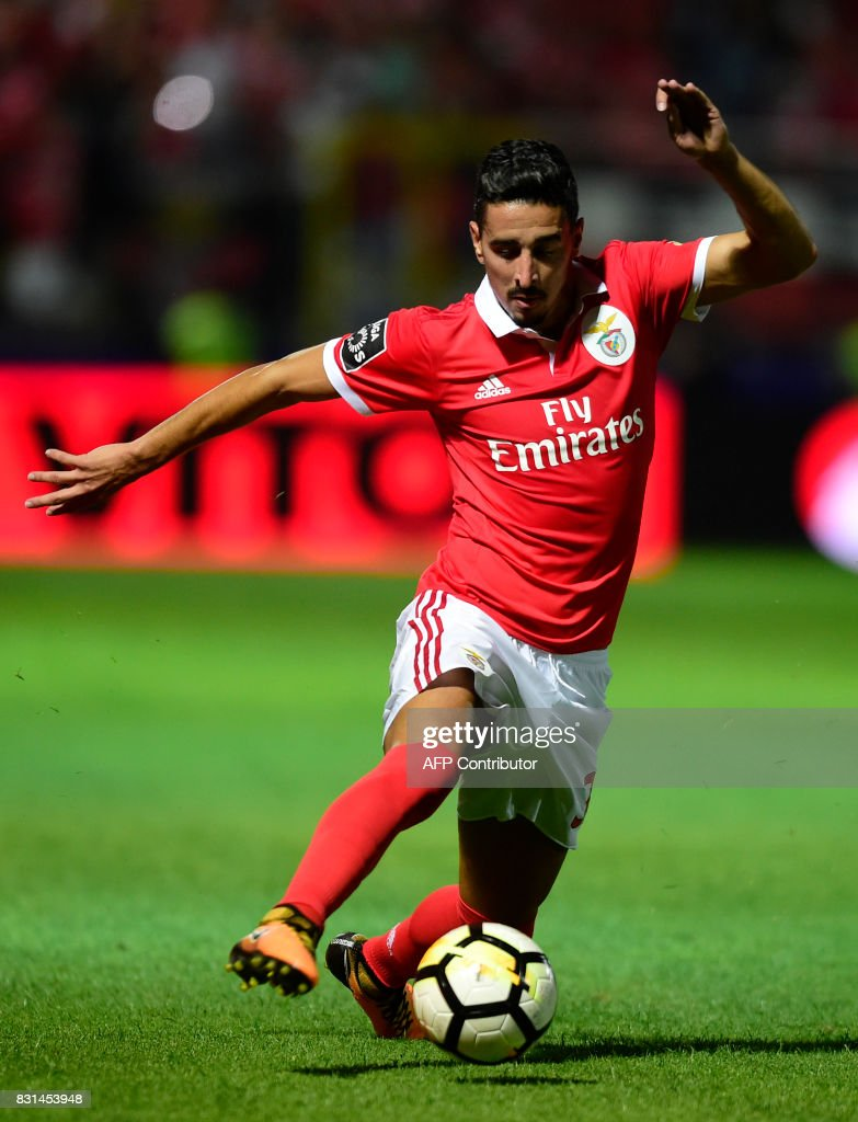 Benfica's Brazilian defender Jardel controls the ball during the Portuguese league football match between GD Chaves and SL Benfica at the Municipal Eng. Manuel Branco Teixeira stadium in Chaves on August 14, 2017. /