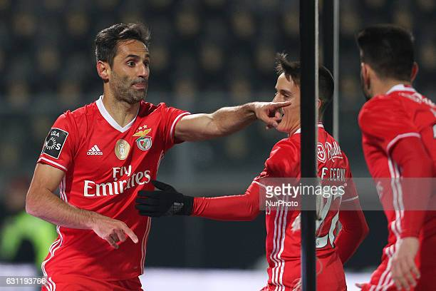 Benfica's Brazilian forward Jonas celebrates after scoring a goal with team during the Premier League 2016/17 match between Vitoria SC and SL Benfica...