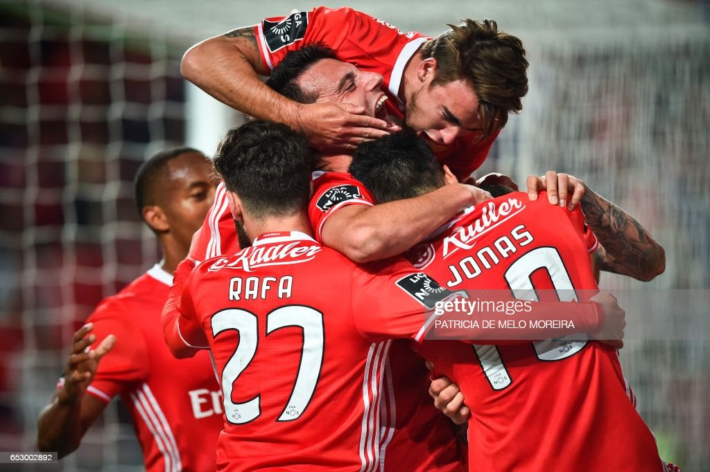 TOPSHOT - Benfica's Brazilian forward Jonas Oliveira (C) celebrates a goal with teammates during the Portuguese league football match SL Benfica vs OS Belenenses at the Luz stadium in Lisbon on March 13, 2017. /