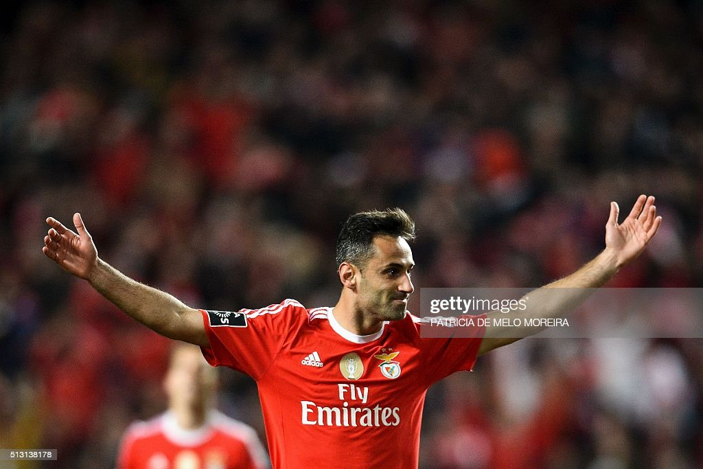 Benfica's Brazilian forward Jonas Oliveira celebrates after scoring during the Portuguese league football match SL Benfica vs Uniao Madeira at the Luz stadium in Lisbon on February 29, 2016. / AFP / PATRICIA