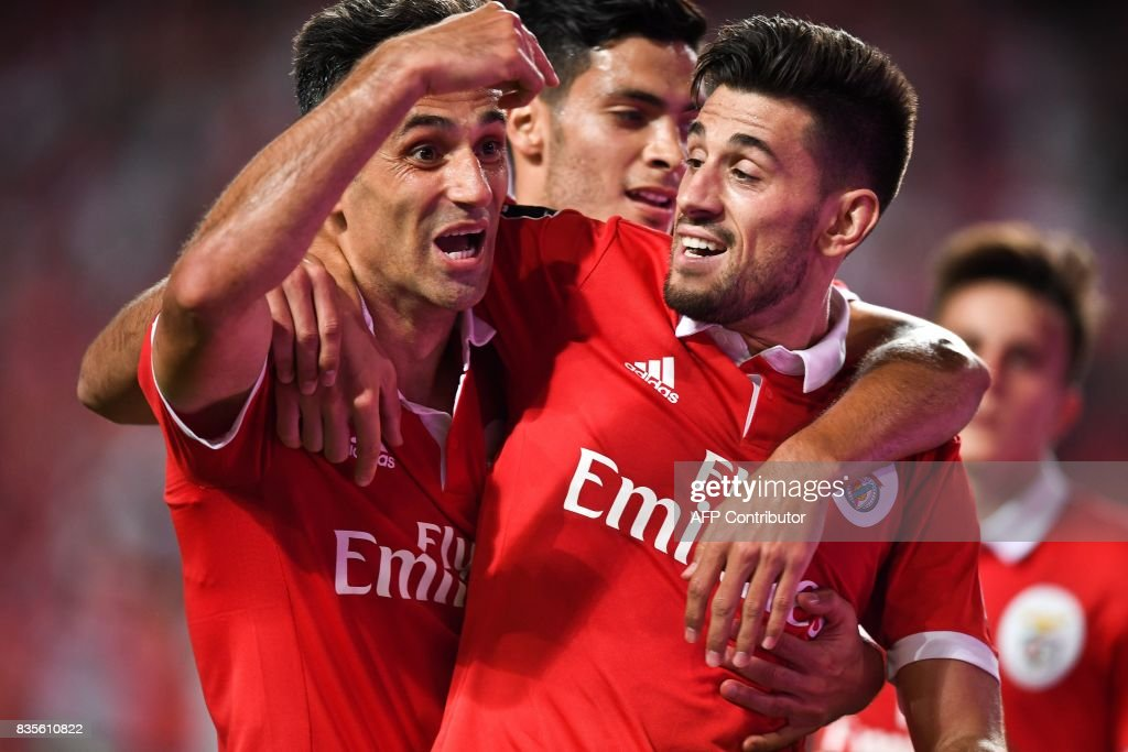 Benfica's Brazilian forward Jonas Oliveira (L) celebrates with his teammate Benfica's midfielder Pizzi Fernandes (R) after scoring during the Portuguese League football match SL Benfica vs Os Belenenses at Luz stadium on August 19, 2017. /