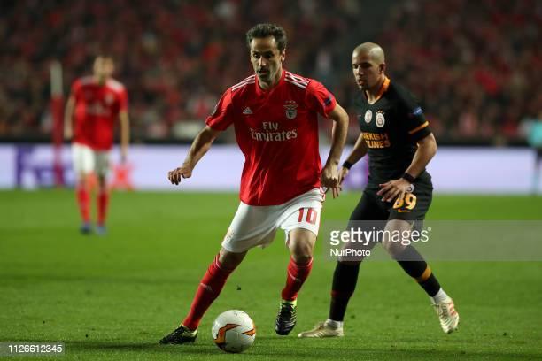 Benfica's Brazilian forward Jonas vies with Galatasaray's forward Sofiane Feghouli during the UEFA Europa League Round of 32 Second Leg football...