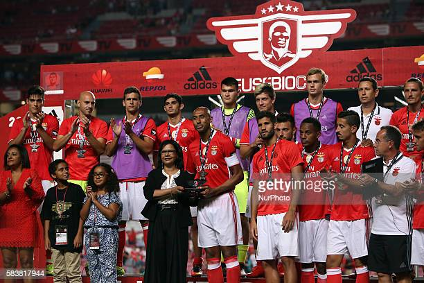 Benfica's captain Luisao raises the second place trophy after the Eusebio Cup football match between SL Benfica and Torino FC at the Luz stadium in...
