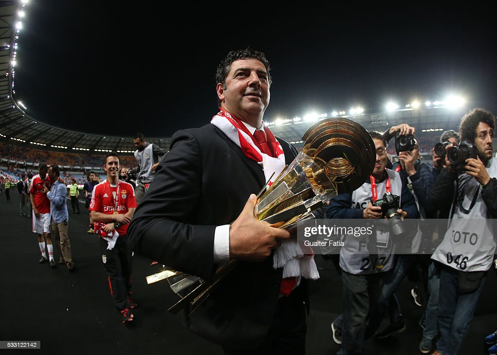 SL Benfica's coach Rui Vitoria celebrates with trophy after winning the Portuguese League Cup Title at the end of the Taca CTT Final match between SL Benfica and CS Maritimo at Estadio Efapel Cidade de Coimbra on May 20, 2016 in Coimbra, Portugal.