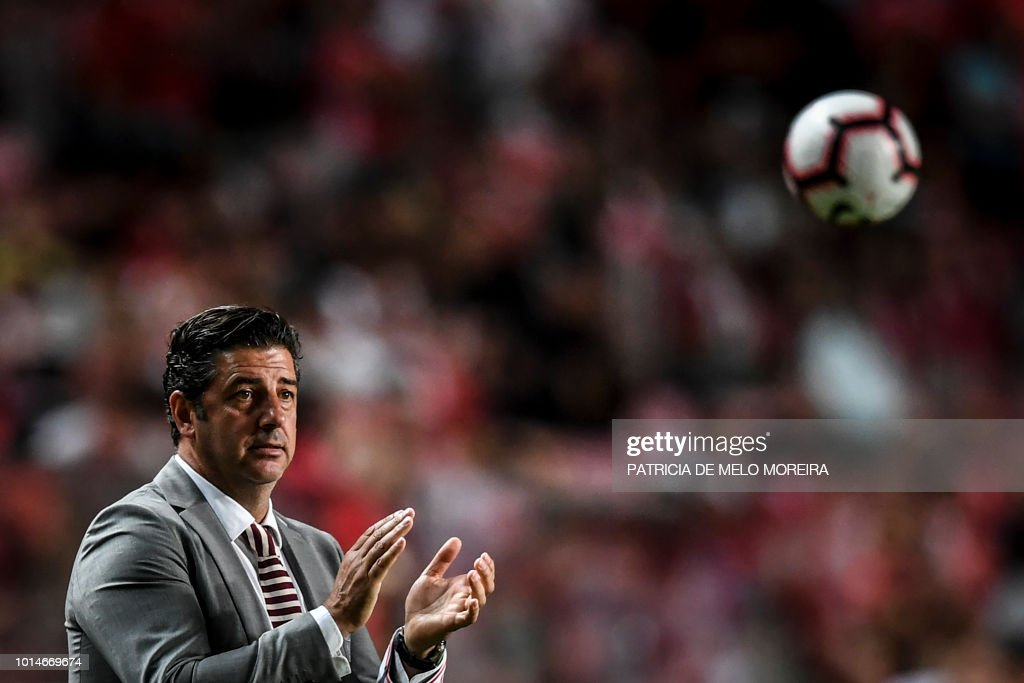 Benfica's coach Rui Vitoria claps during the Portuguese league football match between SL Benfica and Vitoria Guimaraes SC at the Luz stadium in Lisbon on August 10, 2018.