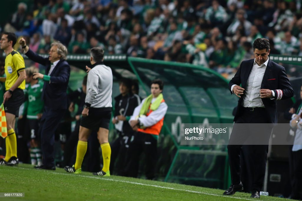 Benfica's coach Rui Vitoria (R) reacts next to Sporting's coach Jorge Jesus during the Portuguese League football match between Sporting CP and SL Benfica at Alvalade Stadium in Lisbon on May 5, 2018.