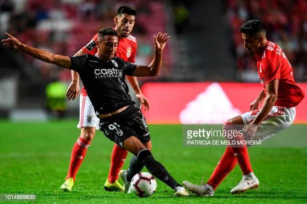 Benfica's defender Andre Almeida vies with Guimaraes' Brazilian forward Davidson Pereira during the Portuguese league football match between SL...