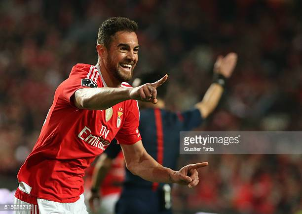 Benfica's defender from Brazil Jardel celebrates after scoring a goal during the Primeira Liga match between SL Benfica and CD Tondela at Estadio da...