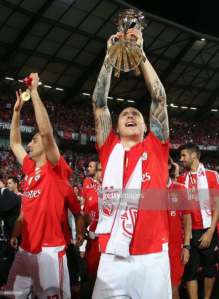 SL Benfica's defender from Sweden Victor Lindelof celebrates with trophy after winning the Portuguese League Cup Title at the end of the Taca CTT Final match between SL Benfica and CS Maritimo at Estadio Efapel Cidade de Coimbra on May 20, 2016 in Coimbra, Portugal.