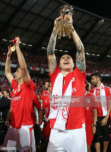 Benfica's defender from Sweden Victor Lindelof celebrates with trophy after winning the Portuguese League Cup Title at the end of the Taca CTT Final...