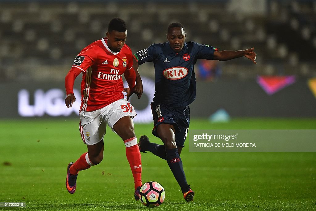 Benfica's defender Nelson Semedo (L) vies with Belenenses' Bissau Guinean forward Gerso Fernandes during the Portuguese league football match between OS Belenenses and SL Benfica at the Restelo stadium in Lisbon on October 23, 2016. / AFP / PATRICIA