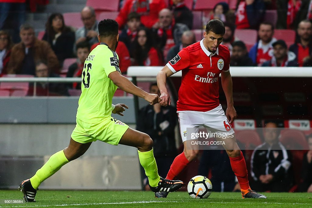 Benfica's defender Ruben Dias (R) vies with Aves' Argentinian midfielder Fernando Tissone during the Portuguese league football match between SL Benfica and CD Aves at the La Luz stadium in Lisbon on March 10, 2018. /