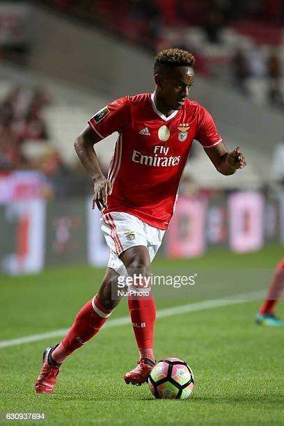 Benfica's forward Andre Carrillo in action during the Portuguese League Cup football match SL Benfica vs FC Vizela at the Luz stadium in Lisbon...