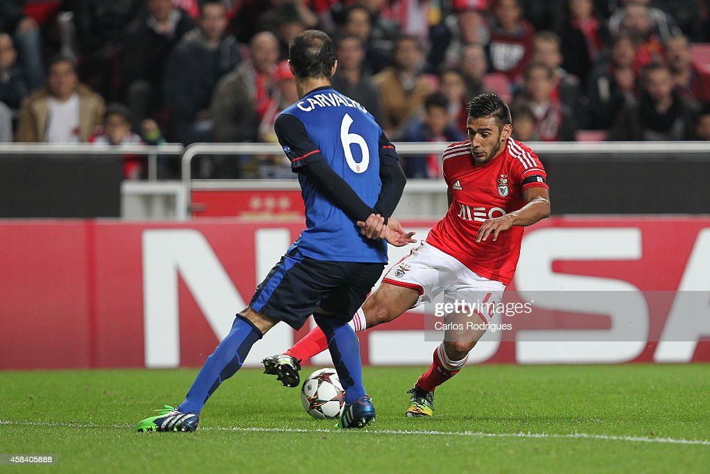 Benfica's forward Eduardo Salvio tries to pass trough Monaco's defender Ricardo Carvalho during the UEFA Champions League match between SL Benfica and AS Monaco at the Estadio da Luz on November 4, 2014 in Lisbon, Portugal.