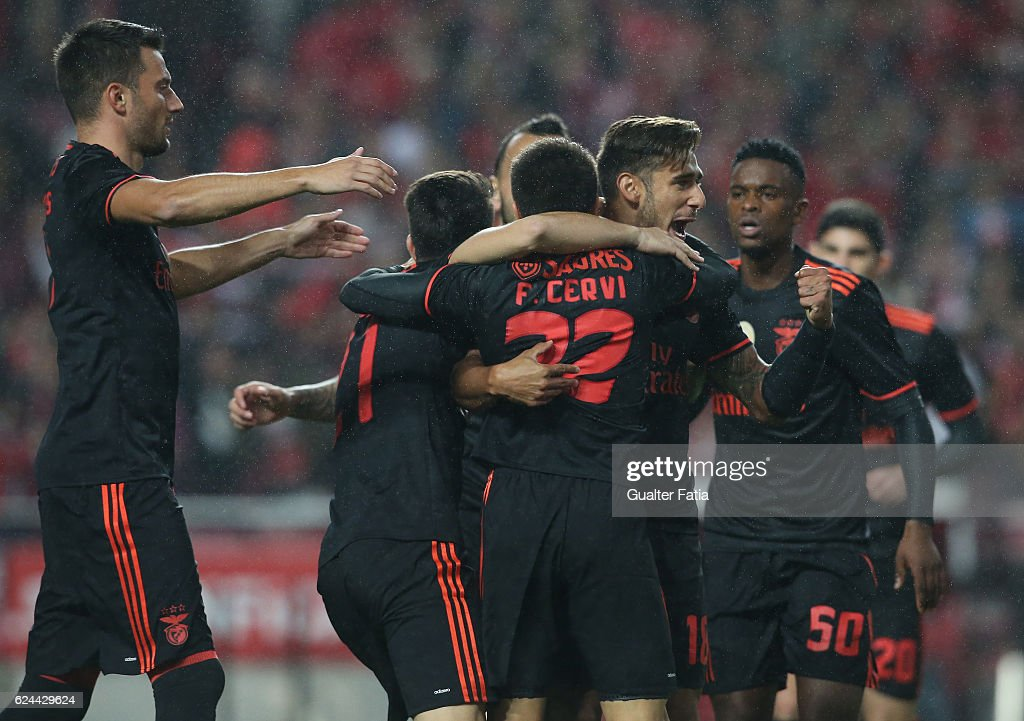 SL Benfica's forward from Argentina Franco Cervi celebrates with teammates after scoring a goal during the Portuguese Cup match between SL Benfica and CS Maritimo at Estadio da Luz on November 19, 2016 in Lisbon, Portugal.