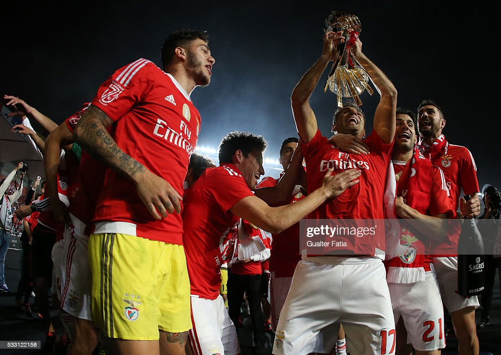 SL Benfica's forward from Brazil Jonas and teammates celebrate with trophy after winning the Portuguese League Cup Title at the end of the Taca CTT Final match between SL Benfica and CS Maritimo at Estadio Efapel Cidade de Coimbra on May 20, 2016 in Coimbra, Portugal.