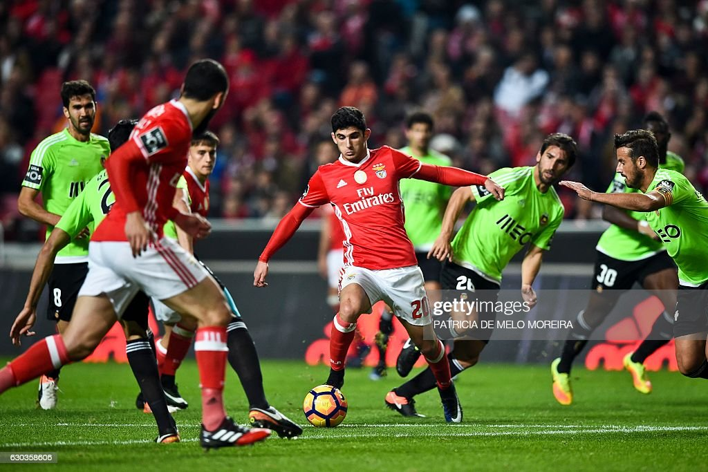 Benfica's forward Goncalo Guedes (C) vies with Rio Ave's defender Pedrinho Rocha (CR) during the Portuguese league football match SL Benfica vs Rio Ave FC at the Luz stadium in Lisbon on December 21, 2016. / AFP / PATRICIA
