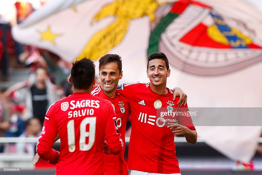 san francisco 30897 c2b3c Benfica's forward Jonas celebrates his second goal with ...
