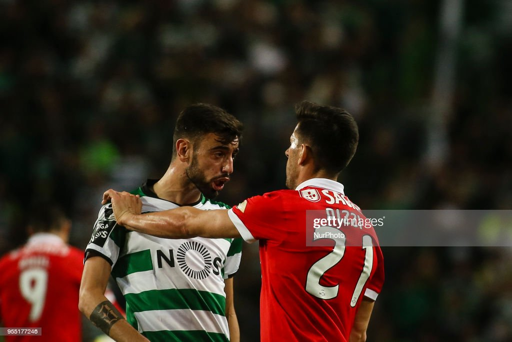 Benfica's forward Pizzi (R) reacts with Sporting's midfielder Bruno Fernandes during the Portuguese League football match between Sporting CP and SL Benfica at Alvalade Stadium in Lisbon on May 5, 2018.