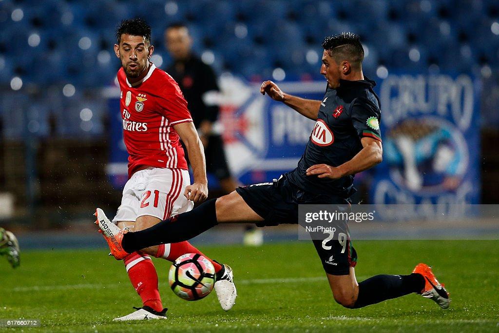 Benfica's forward Pizzi (L) vies for the ball with Belenenses's defender Florent Hanin (R) during Premier League 2016/17 match between CF Belenenses vs SL Benfica, in Lisbon, on October 23, 2016.NURPHOTO