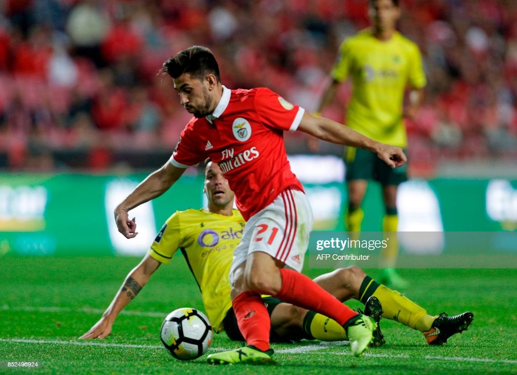 Benfica's forward Pizzi (C) vies with Pacos Ferreira's midfielder Vasco Rocha during the Portuguese league football match SL Benfica vs FC Pacos de Ferreira at the Luz stadium in Lisbon on September 23, 2017. /