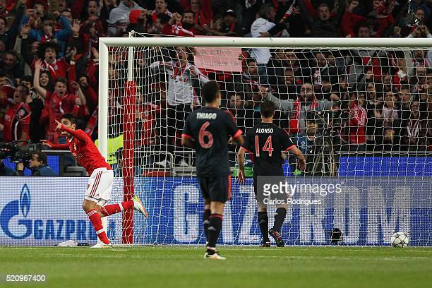Benfica's forward Raul Jimenez celebrates scoring Benfica«s first goal during the match between SL Benfica and FC Zenit for the UEFA Champions League...