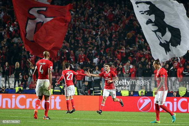 Benfica's forward Raul Jimenez celebrates with teammates after scoring during the UEFA Champions League Group B football match SL Benfica vs Napoli...