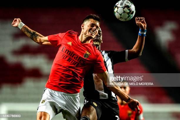 Benfica's German midfielder Julian Weigl heads the ball with Nacional's Honduran forward Bryan Rochez during the Portuguese league football match...