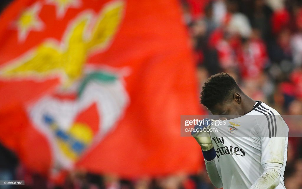 Benfica's goalkeeper Bruno Varela gestures at the end of the Portuguese league footbal match between SL Benfica and FC Porto at the Luz stadium in Lisbon on April 15, 2018. /