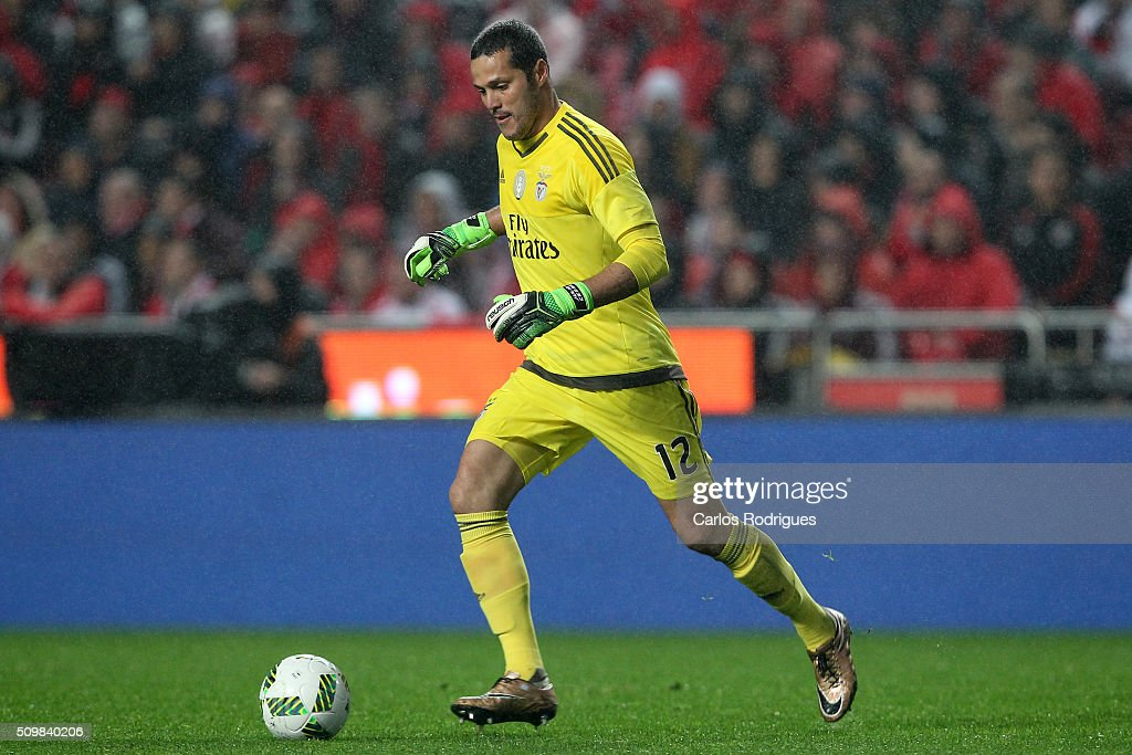 Benfica's goalkeeper Julio Cesar during the match between SL Benfica and FC Porto for the portuguese Primeira Liga at Estadio da Luz on February 12, 2016 in Lisbon, Portugal.