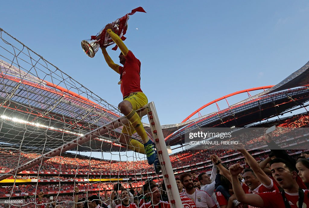 TOPSHOT - Benfica's goalkeeper Paulo Lopes rises the trophy to celebrate Benfica's 35th Portuguese league title at the end of the Portuguese league football match Benfica vs CD Nacional at Luz stadium in Lisbon on May 15, 2015. / AFP / JOSE