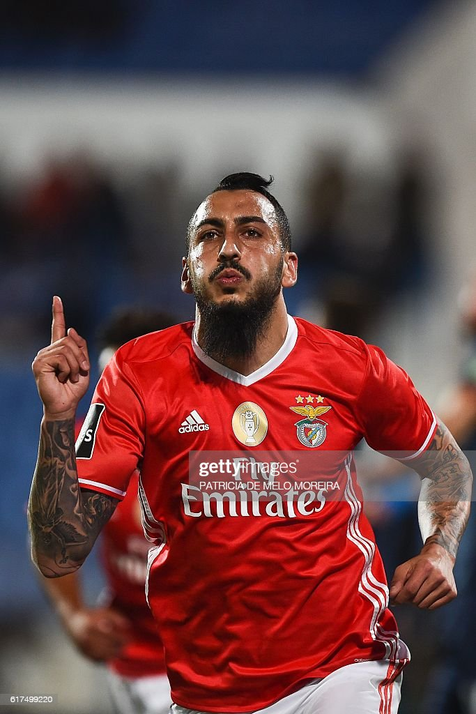Benfica's Greek forward Konstantinos Mitroglou celebrates a goal during the Portuguese league football match between OS Belenenses and SL Benfica at the Restelo stadium in Lisbon on October 23, 2016. / AFP / PATRICIA
