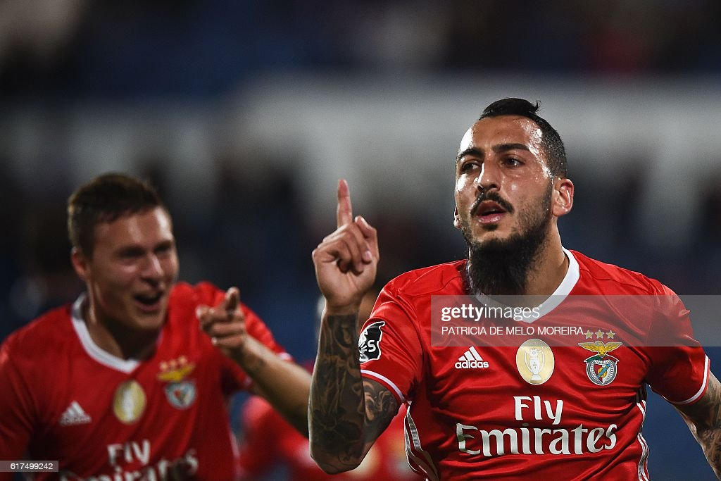 Benfica's Greek forward Konstantinos Mitroglou (R) celebrates a goal during the Portuguese league football match between OS Belenenses and SL Benfica at the Restelo stadium in Lisbon on October 23, 2016. / AFP / PATRICIA