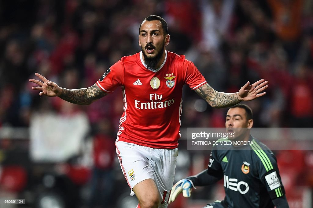 Benfica's Greek forward Konstantinos Mitroglou (L) celebrates after scoring during the Portuguese league football match SL Benfica vs Rio Ave FC at the Luz stadium in Lisbon on December 21, 2016. / AFP / PATRICIA
