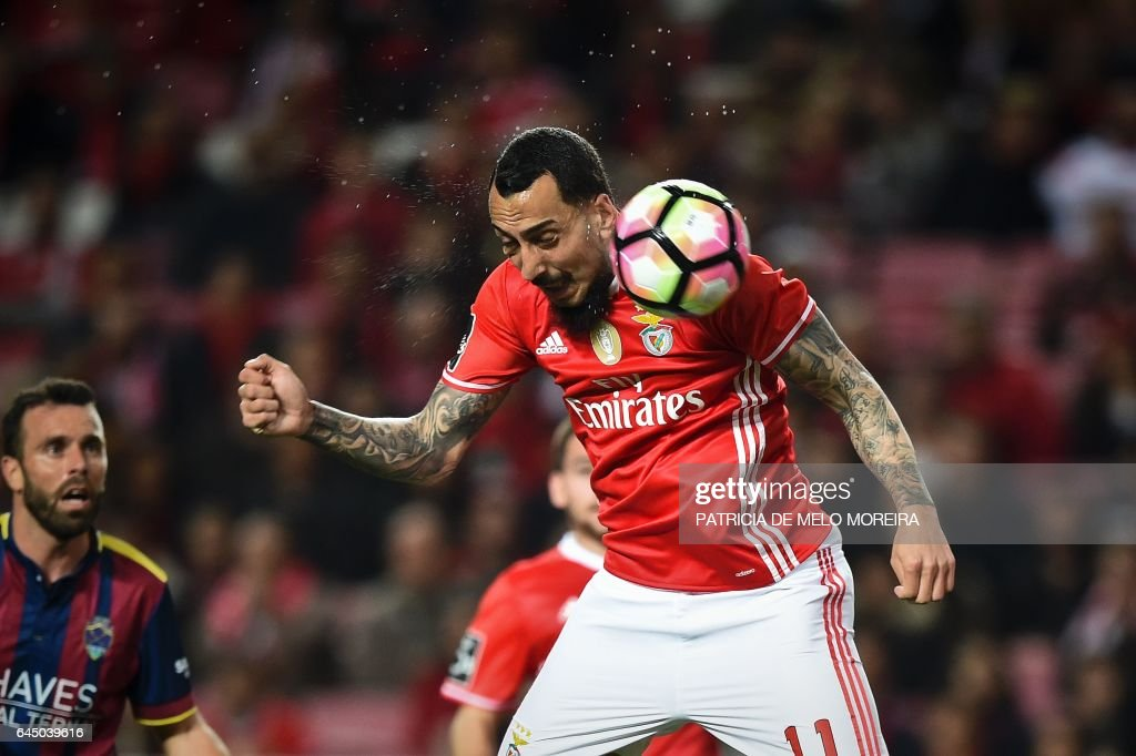 Benfica's Greek forward Konstantinos Mitroglou heads the ball and scores during the Portuguese league football match SL Benfica vs GD Chaves at the Luz stadium in Lisbon on February 24, 2017. / AFP / PATRICIA