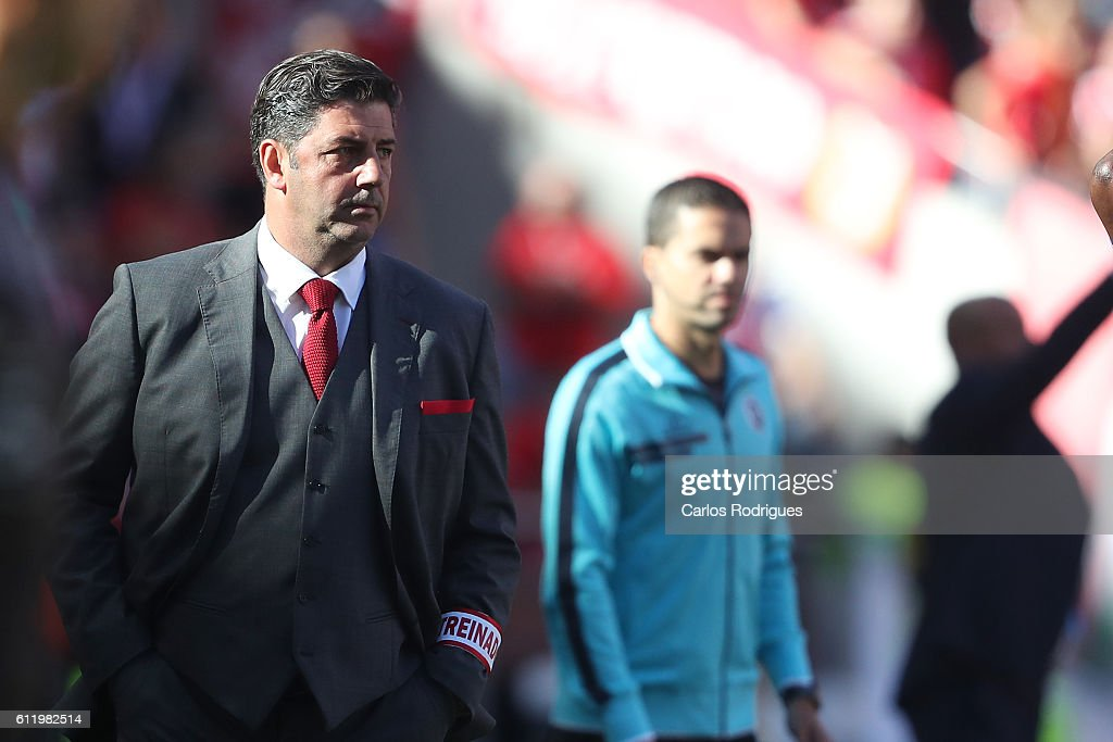 SL Benfica's head coach Rui Vitoria during the SL Benfica v CD Feirense - Primeira Liga match at Estadio da Luz on October 02, 2016 in Lisbon, Portugal.