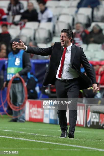 Benfica's head coach Rui Vitoria gestures during the UEFA Champions League Group E football match SL Benfica vs AEK Athens FC at the Luz stadium in...