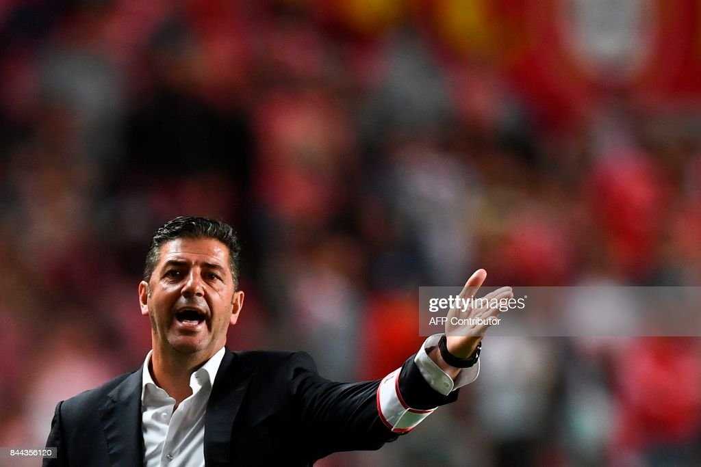 Benfica's head coach Rui Vitoria gestures from the sideline during the Portuguese league football match SL Benfica vs Portimonense SAD at the Luz stadium in Lisbon on September 8, 2017. /