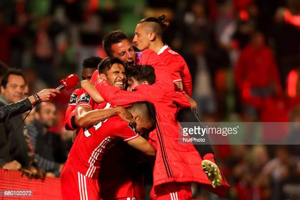 Benfica's Mexican forward Raul Jimenez celebrates after scoring a goal with Benfica's team during the Premier League 2016/17 match between Rio Ave...