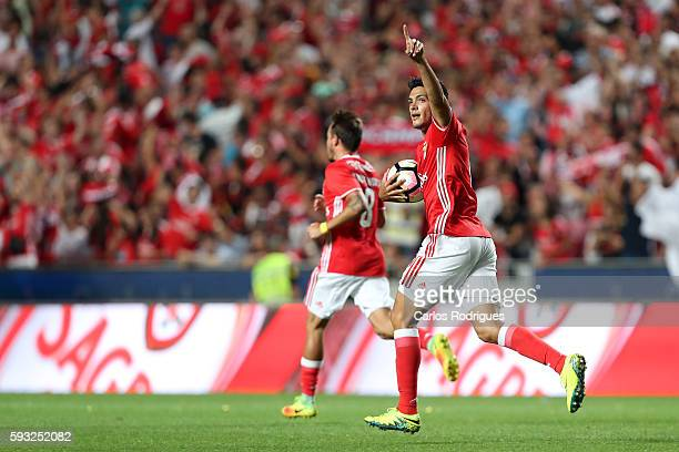 Benfica's Mexican forward Raul Jimenez celebrates scoring Benfica«s goal during the match between SL Benfica and Vitoria Setubal FC for the...