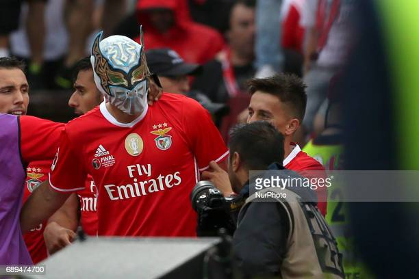 Benfica's Mexican forward Raul Jimenez celebrates with teammates after scoring during the Portugal Cup Final football match SL Benfica vs Vitoria...